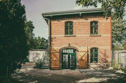 Außenbereich Studio Leipzig mit Industrietreppe